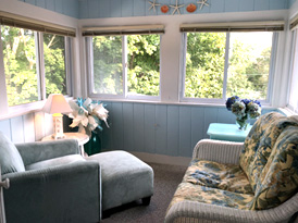 Oak Bluffs Suite - with a separate sitting room perfect for reading, relaxing or napping